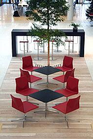 four cast lounge